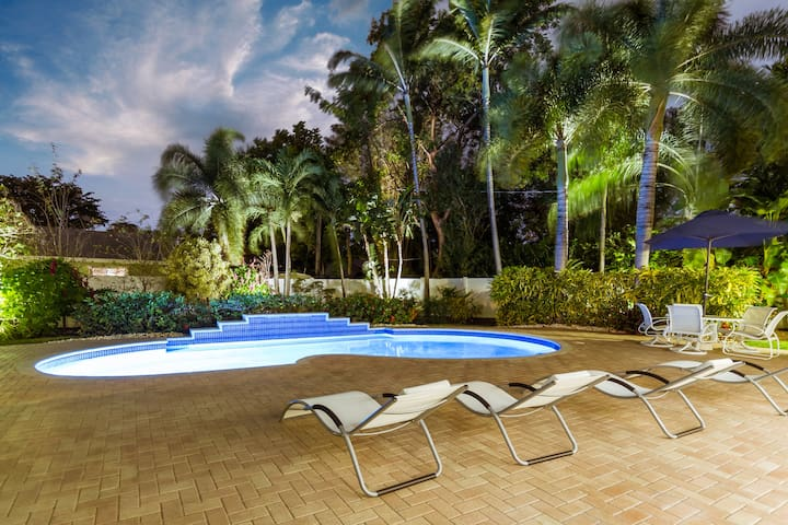 Private Oasis, Pool. Walk to Dining, Entertainment
