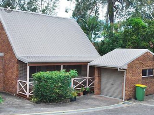 Centrally located cottage for the family.