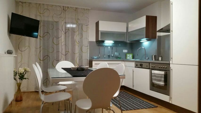 Super cute and super cheap Apartm.edge of the city - Lublana