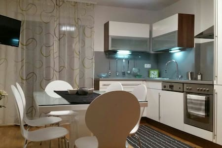 Super cute and super cheap Apartm.edge of the city - Ljubljana - Apartamento
