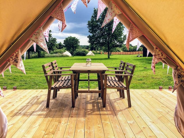 Exclusive use Glamping site & Hot Tub. Sleeps 18
