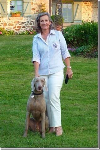 Hélène et Horus le chien de la maison très gentil ...