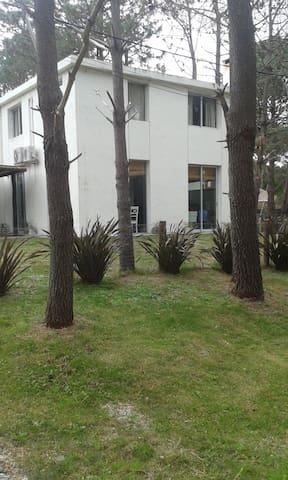 Moderna Casa en exclusiva zona de Punta Colorada - Punta Colorada - Dom