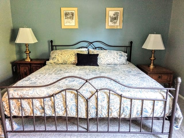 Master bedroom with king bed, brand new mattress and bedding
