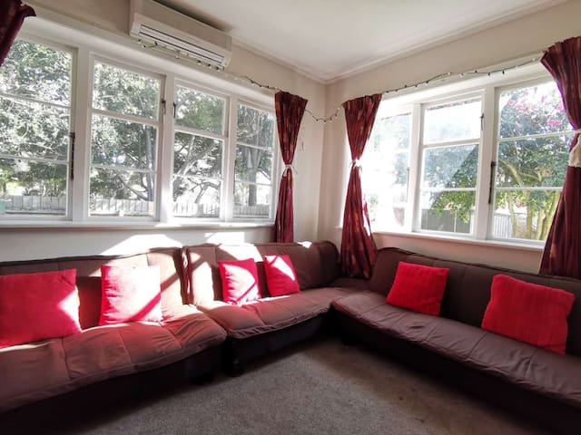 7Vhouse-newly renovated:Close to everything & park