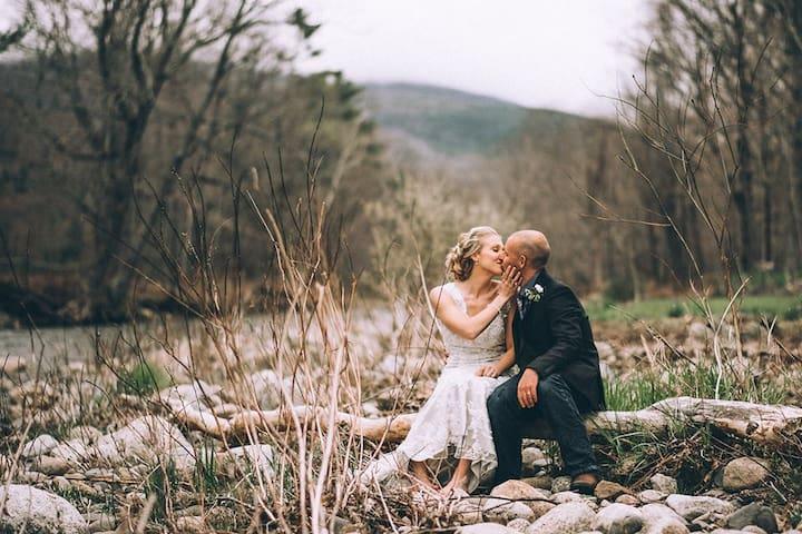 RUSTIC GATHERINGS LODGE- WEDDINGS & GATHERINGS