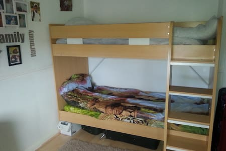 ROOM-2single bunkbeds Nr. Stantsted Airpt+ London - Harlow