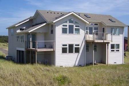 Luxury Private Ocean Beach Home - Westport - Huis
