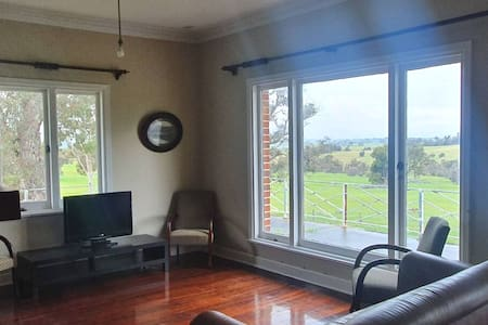 Grassvale Farm Cottage (2hrs from Perth)
