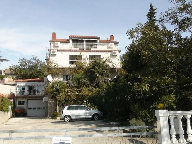 Villa Karolina, Top floor apartment - Novi Vinodolski - Villa