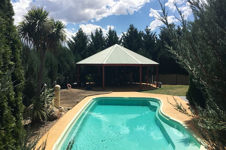 Farm Stay with pool, 45min to Canberra near Yass