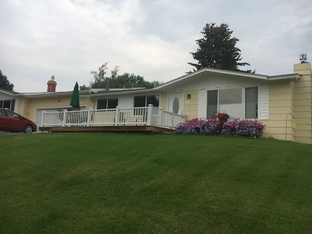 Scenic Duplex close to hospital and golf course