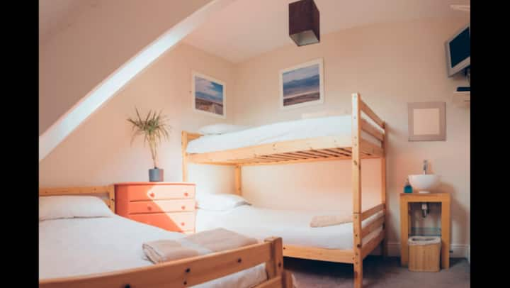 Smarties Surf Lodge ...Little Fistral  Room 4