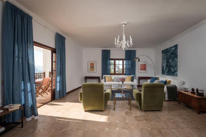 Spacious interior, 3 terraces with views, wifi, concierge, in Villa [D]