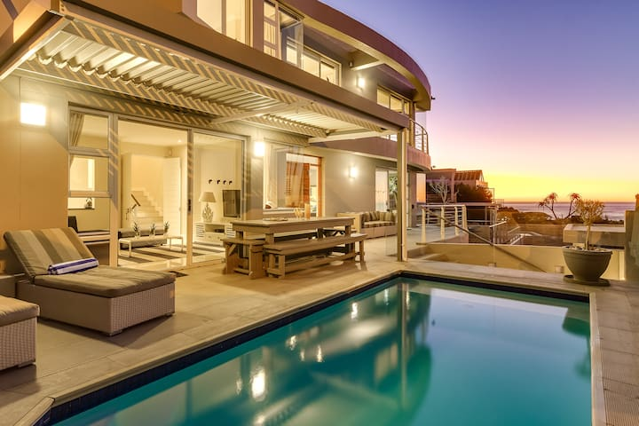 Stylish Villa, 100m from the beach in Camps Bay