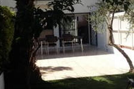 Casa con jardin terraza y piscina 160m2 - Roda de Berà