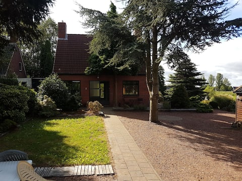 Beautiful waterfront detached House/ Entire Home