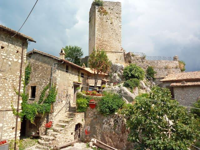 Rifugio sotto la torre