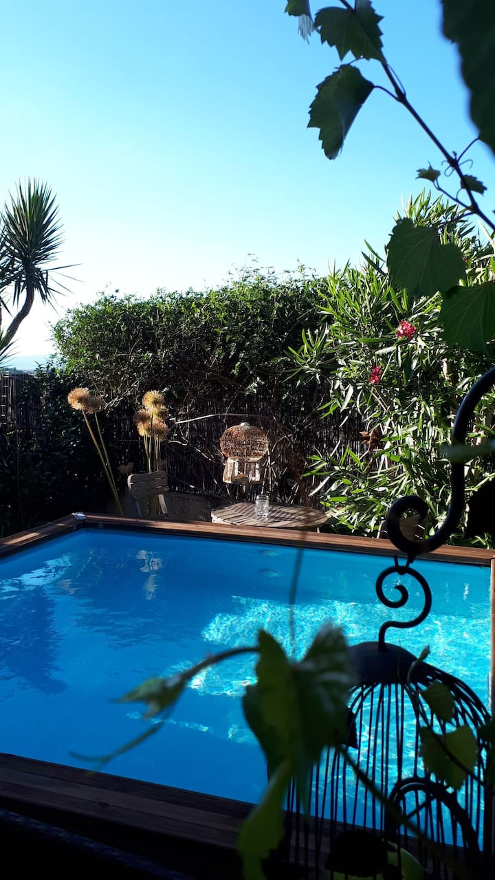F2 cosy en rez de jardin privatif avec piscinette