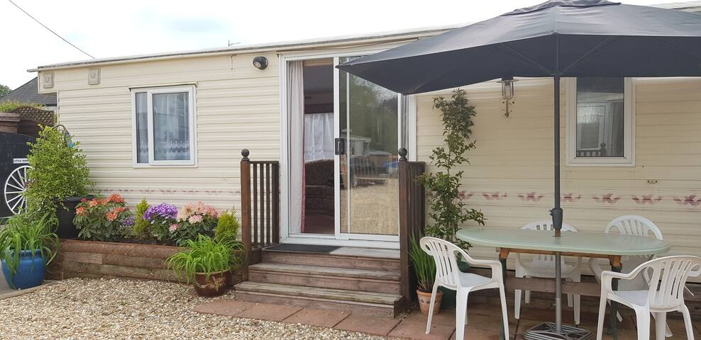 BORDERLAND HOLIDAYS CARAVAN 6 BERTH