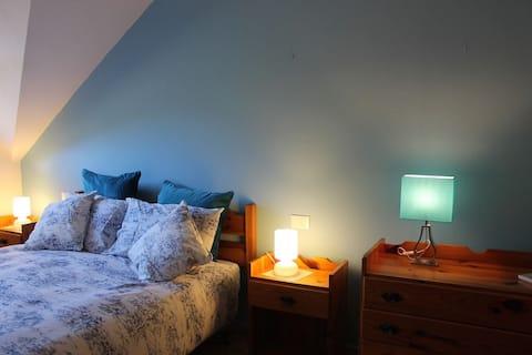 To-værelses lejlighed,i en hytte med privat park