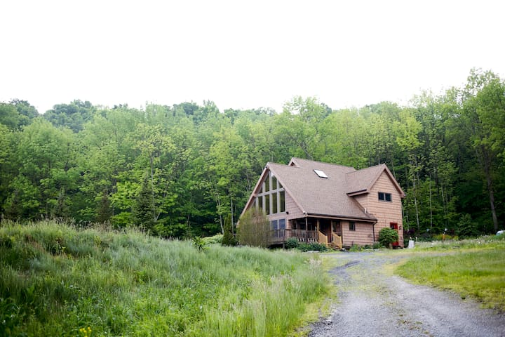 Private Chalet on 44 acres, 25min from Scranton