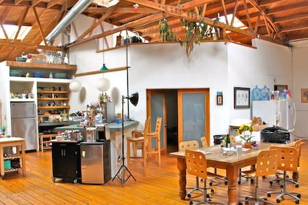 SHARE HUGE LOFT / STUDIO -- 2-STORY FLAT - Los Angeles - Loftlakás
