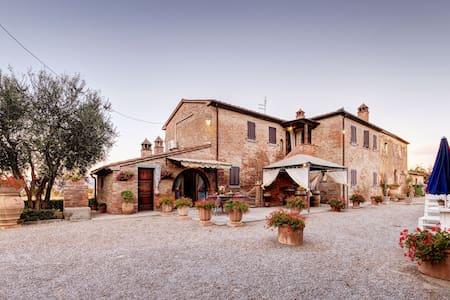Casale Valdichiana in the Tuscan countryside - Fratticciola - Дом