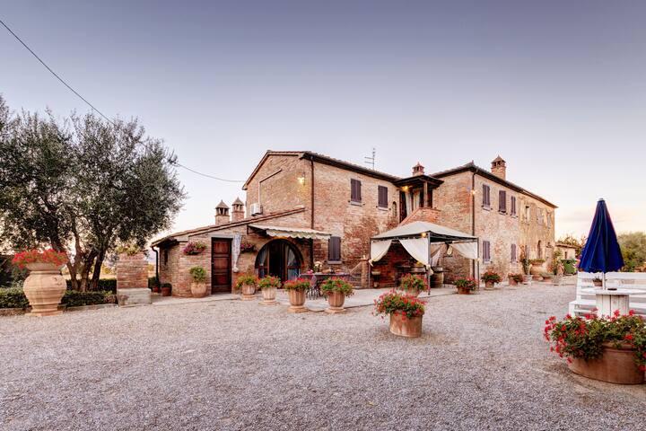 Casale Valdichiana in the Tuscan countryside