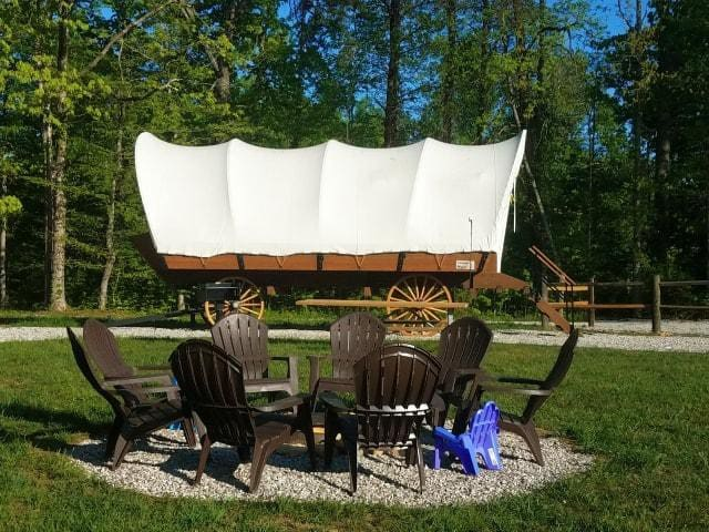 Covered Wagon near Cumberland Falls (Glamping)