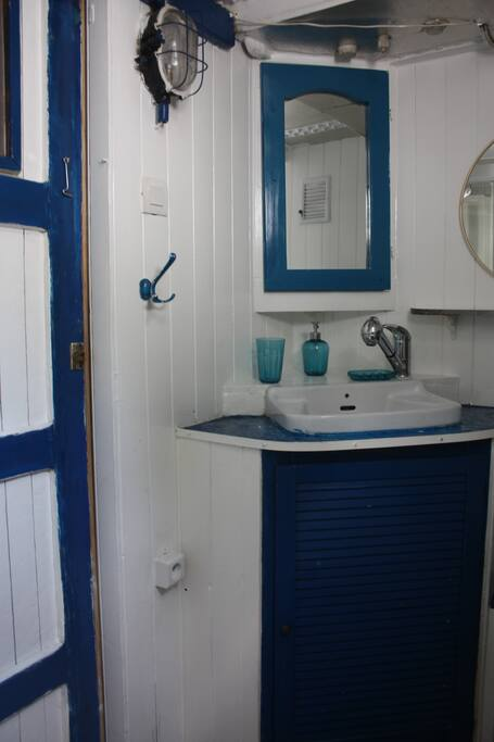 bateau terre atypique et insolite strasbourg barche in affitto a strasburgo grand est francia. Black Bedroom Furniture Sets. Home Design Ideas
