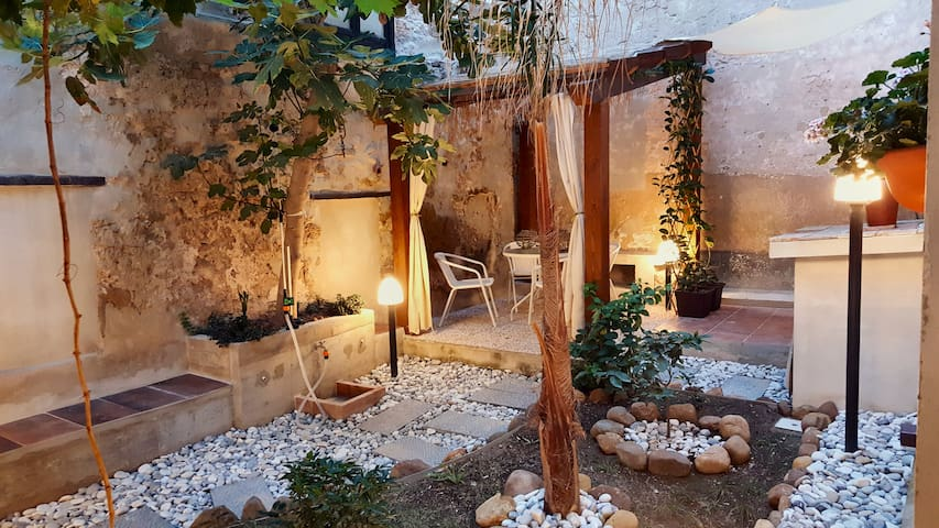 Ai Due Cortili - Private Garden - Trapani - House