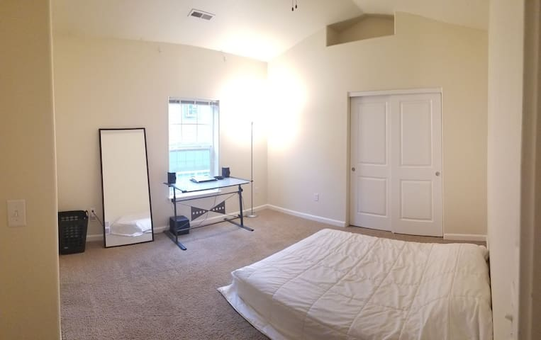 Master Bedroom with a Queen 420 friendly hOMe :)