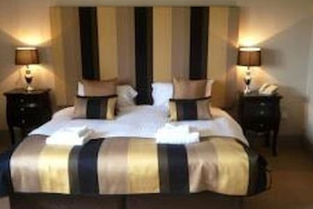 dbl or twin or family rooms all ensuite. Golf View - Warwickshire