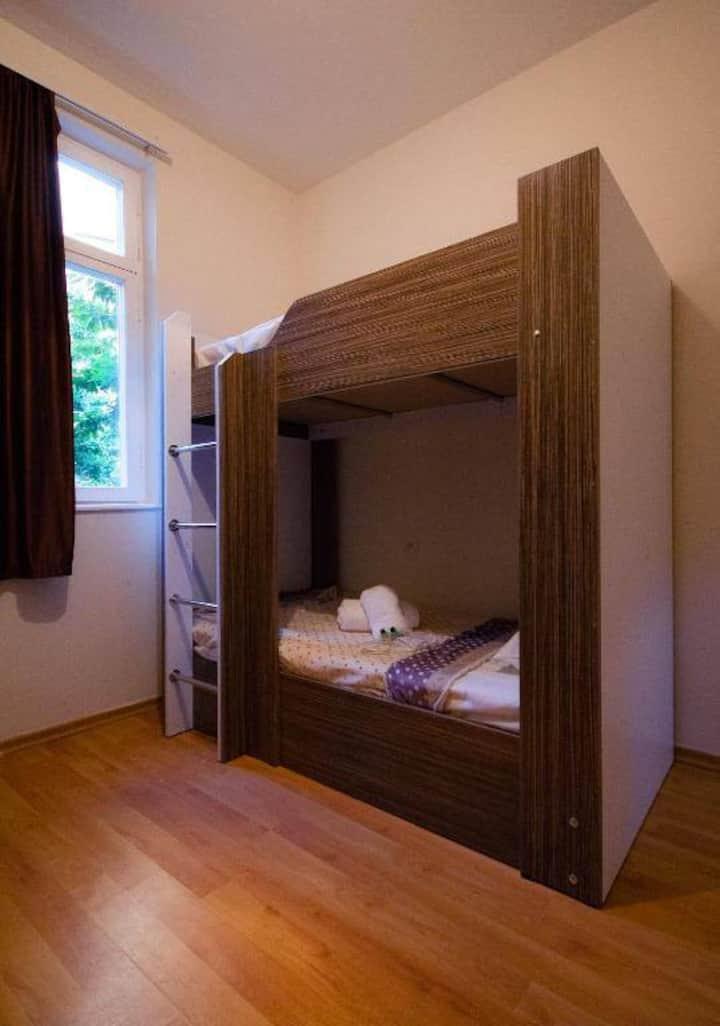 общем номере для женщин Спальное место   4