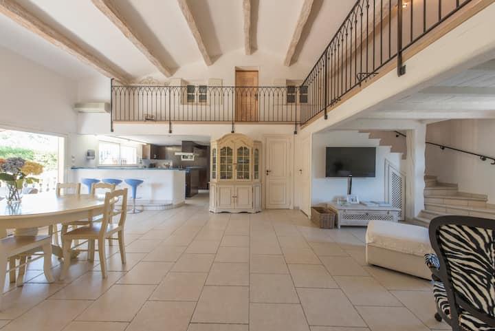 Saint Tropez Location:   Luxury Townhouse