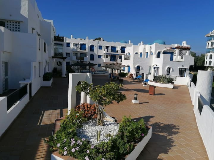 Beautiful 2 Bedroom apartment 75m from the beach