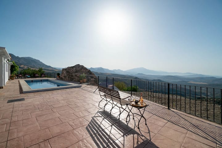 Villa with  views and private pool near Malaga.