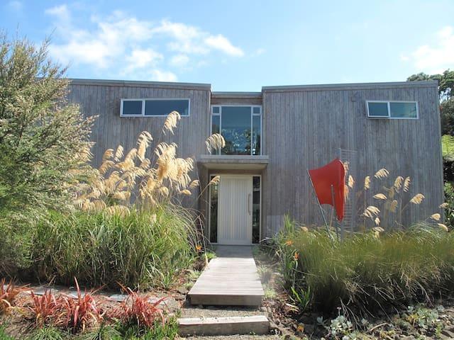 Sunny Modern Muriwai Beach Home - Muriwai - House