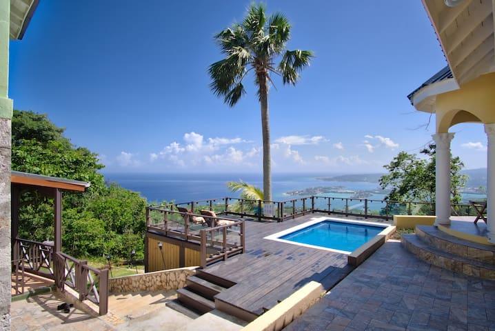 Villa w/stunning ocean views, pool, AC, wi-fi