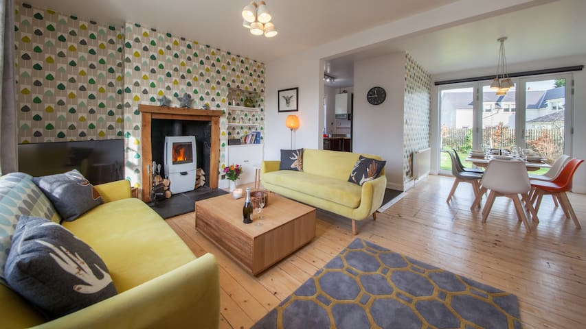 Comrie Village Cottage with cosy wood burner. - Comrie - House