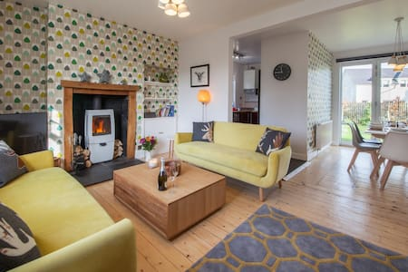 Comrie Village Cottage with cosy wood burner. - Comrie - Σπίτι