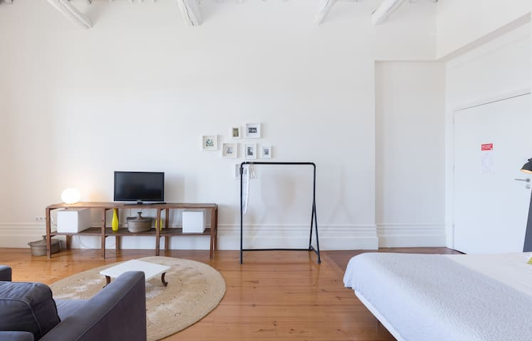 Charming Studio with Balcony + Garden (4 guests) 2