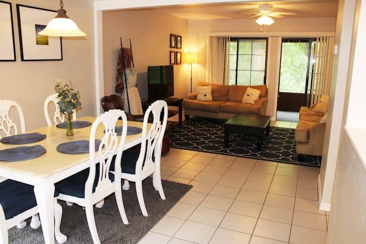 Comfy & Quiet Getaway / *Dependable Hosts!*