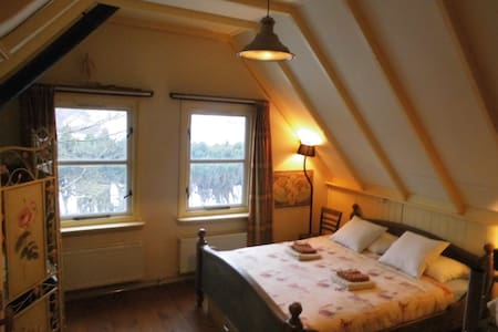 Feel at home in our cozy B&B.. breakfast included! - Lippenhuizen - Bed & Breakfast