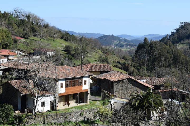 Peace & quiet in rural Asturias (Room 2)