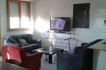 Camera in luminoso appartamento vista mare! - Cagliari