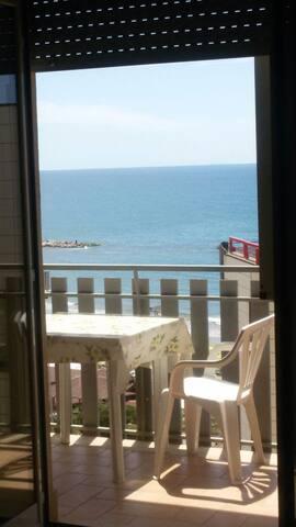 Nettuno vista mare 50m dal mare - Nettuno - Apartemen