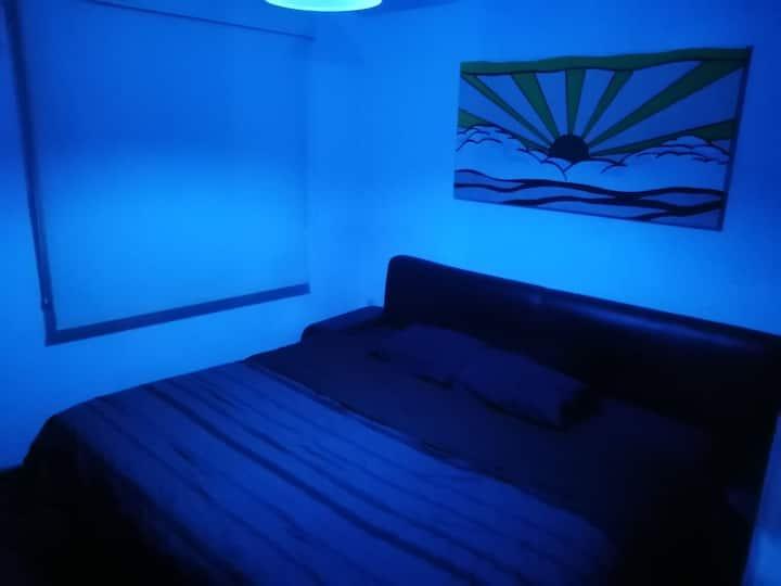 Comfortable habitación a 20 minutos del centro.