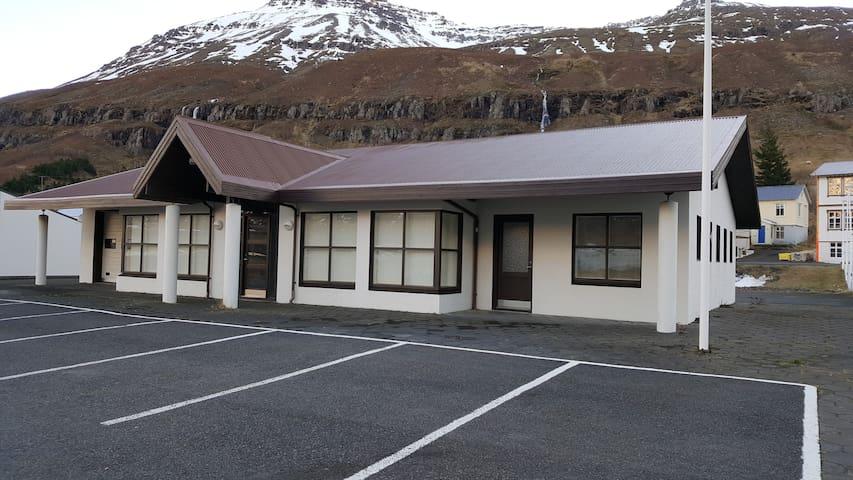 Media Luna - Seyðisfjörður